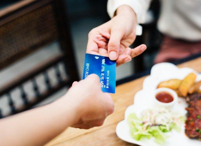 customerhandingcreditcard